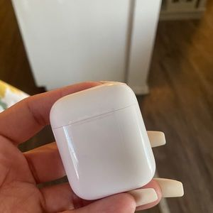 APPLE CHARGING CASE